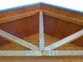 wooden-roof-support-beams.jpg